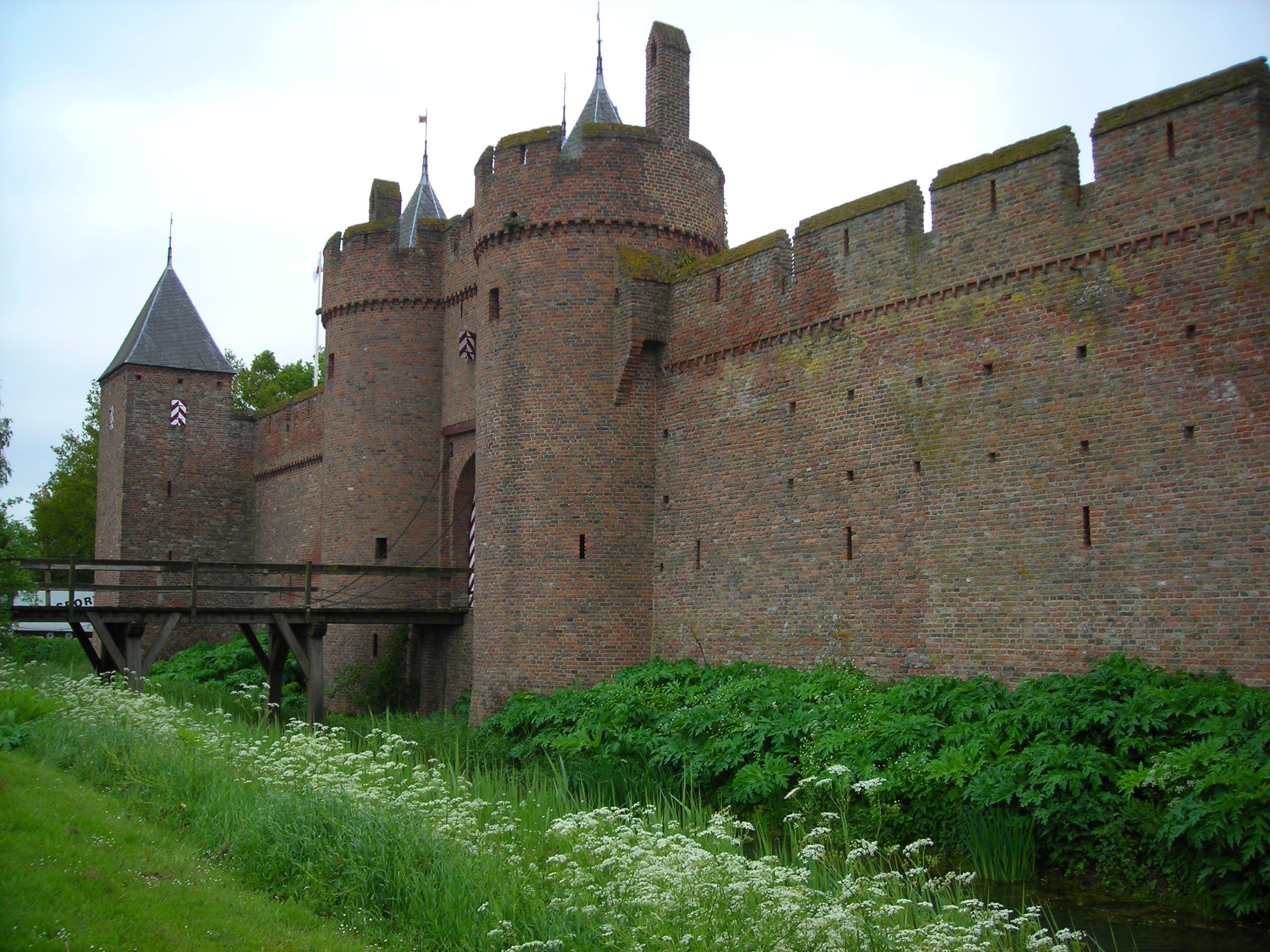 Kasteel Doornenburg   Overal is Geschiedenis